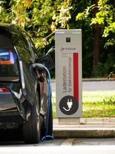 Como funcionam as baterias dos carros eletricos?